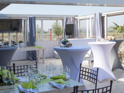 Eventlocation_ueberdachte_Terrasse_am_Rhein_11.jpg